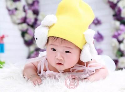 八个月的宝宝如何添加辅食 宝宝这动作要加辅