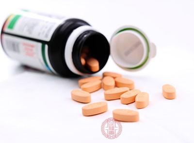 胃粘摸保护剂,如硫糖铝,该药无明显副作用,偶见便秘