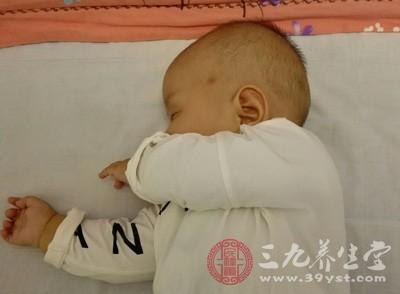 婴儿吃奶量标准 要时刻关注婴儿健康