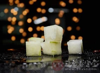 冬瓜、毛瓜是涼性食物,陽虛質的人群脾胃虛寒,不宜吃過寒的食物