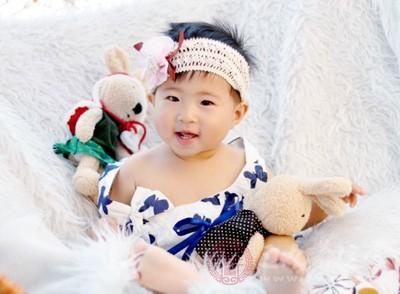 2个月婴儿聪明的表现 这动作竟是聪明的表现