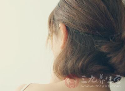 头发白是什么原因 这些因素竟让头发未老先衰
