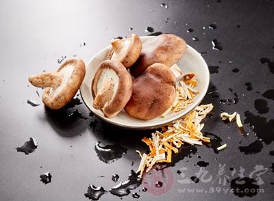 癌症在初期阶段,坚持吃香菇,可以抑制其发展