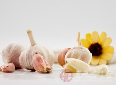 吃大蒜的好处和坏处 适量吃竟能对抗这些疾病