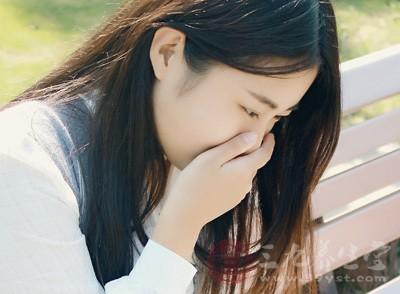 早孕反应通常会持续到孕期第三个月,过了第三个月之后,恶心、呕吐等症状就会慢慢缓解
