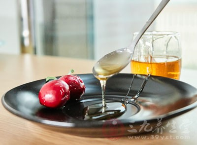 早晨空腹喝蜂蜜水好吗 早晨怎样喝水才健康
