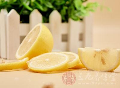 柠檬、葡萄柚等柑橘类水果中,含有丰富的生物类黄酮