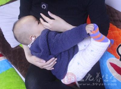 """""""共享母乳""""则不同,这种""""共享母乳""""来自医院的母乳库"""
