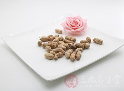 容易引起过敏的常见食物,如牛奶、花生以及海鲜等