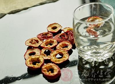 山楂泡水喝的功效 这样喝竟能预防多种疾病
