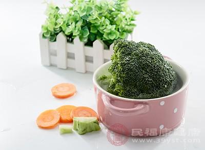 西兰花中的胡萝卜素能够增强皮肤弹性