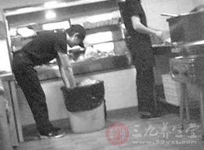 最近,《中国食品报》接到了魏家凉皮员工的举报