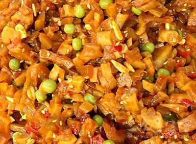一般来说,腌制咸菜第一天,亚硝酸盐含量较低