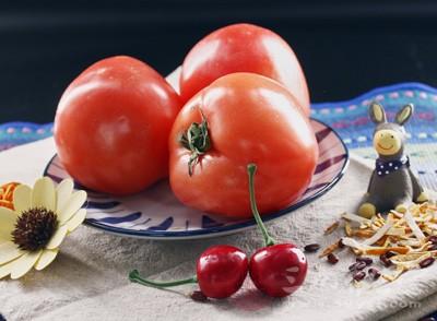 番茄很常见,很多人爱吃,性微寒,味甘酸