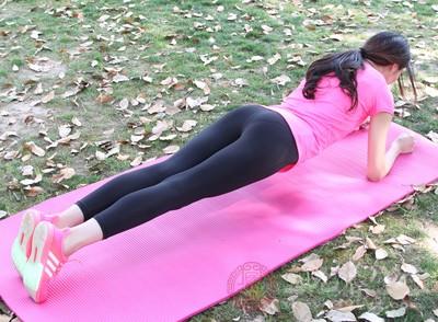 平板支撑有什么用 它竟能锻炼你身体这部位