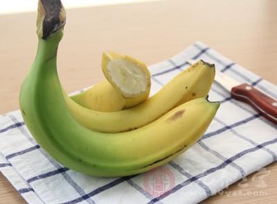 香蕉性凉有滋阴之功,据说肝炎患者每天一支可防肝硬化