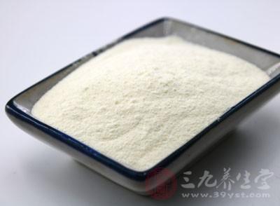 钙质是骨骼强健的基础。而钙最常见的来源无疑是牛奶
