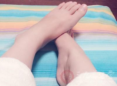 按脚底有什么好处 按摩脚底的好处有哪些