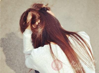 脱发严重怎么办 想让头发茂密要多做这些事