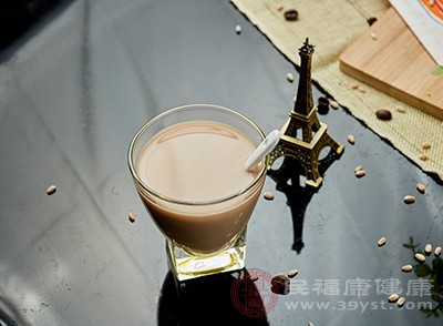 奶茶的危害:会诱发骨质疏松