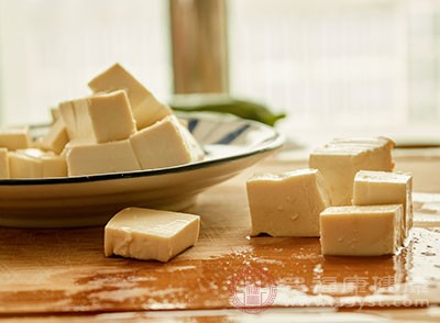 北豆腐1块、猪肉150克、油盐适量