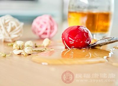 蜂蜜的功效 常吃它居然能够治疗治口角炎