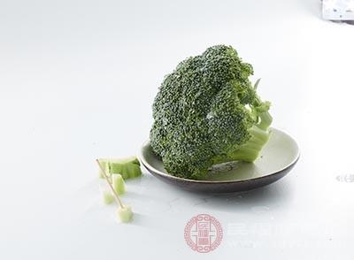 西兰花中富含的胡萝卜素可促进身体胃肠的健康和消化