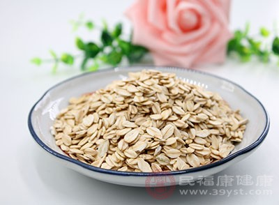 燕麦进行排毒的效用主要是因为其滑肠通便的特性