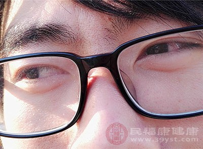 近视后容易视疲劳,尤其是近视后不及时矫正