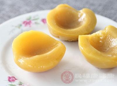 吃黄桃具有滋阴、补肾、调经的功效