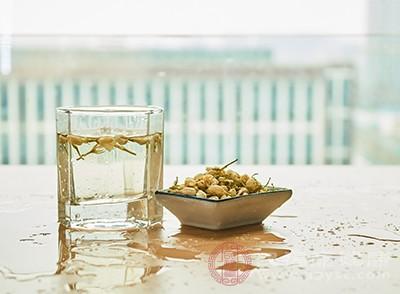 喝茉莉花茶或者用茉莉花茶漱口、刷牙