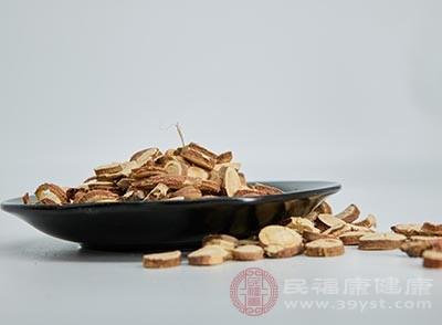 甘草2片、小麦15g、红枣10枚