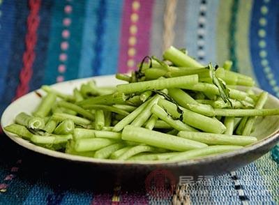 茼蒿中含有豐富的膳食纖維,多種維生素,礦物質等等