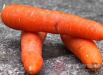 南瓜、菠菜、胡萝卜这些颜色较深的蔬菜,都是补气血的食物