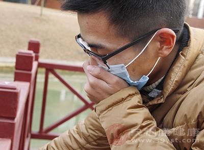 咳嗽伴隨呼吸短促、粘液帶血、嚴重疼痛
