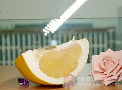 维生素C的良好来源包括柚子、花椰菜、草莓