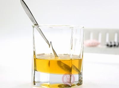 蜂蜜有很好的止咳潤滑功效,很多老一輩的人都知道這個辦法