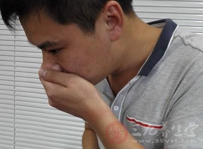呕吐是常见的症状,人的胃部由于病媒菌或其他毒性物质的进入,导致胃部肌肉刺激收缩