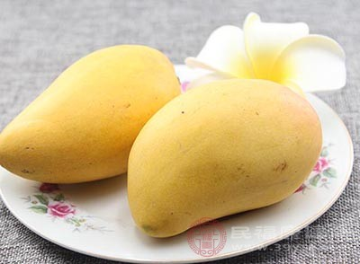 芒果含有丰富的维生素C,具有很强的抗氧化、清自由基的功效