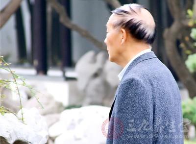 我们可以看到很多长寿老人都是慈眉善目的,在他们的身体上我们都会看到同一种特征
