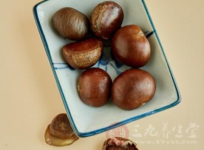 在我们的日常生活中,糖炒板栗属于比较常见的板栗食用方法,除此之外