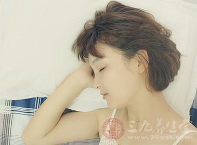 在入睡或者睡醒时,出现全身出汗