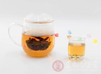 醉酒后喝茶是以后總很好的選擇,最好再加入一些檸檬汁