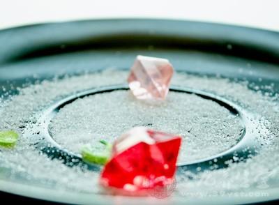 就可以用盐水清洗,这样能够有效杀除细菌