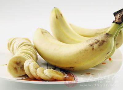 香蕉含有大量的纤维素和铁,具有通便、补血的作用