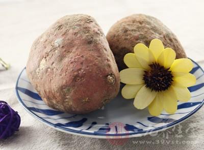 白薯中膳食纤维的含量较高,可促进胃肠蠕动,预防便秘