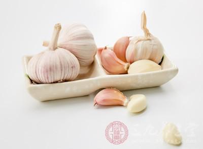 大蒜是一种很常见的调味材料