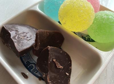 健达缤纷乐巧克力里面惊现虫卵