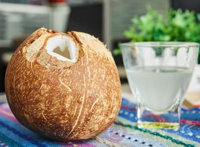 而椰子也因为肉白甜美,汁清如水,阳关沙滩凹造型需要它