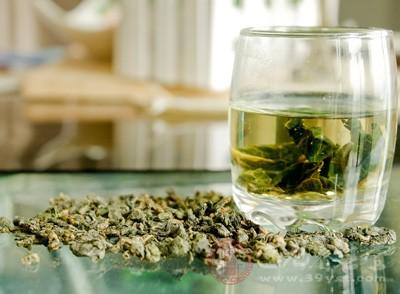 隔夜茶是指头一天冲泡,经过隔夜放置的茶水